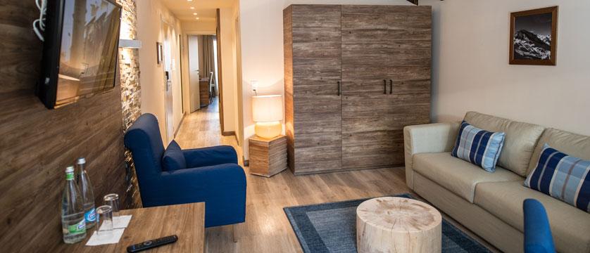 Switzerland_Zermatt_Hotel-Ambassador_New-suite-lounge.jpg